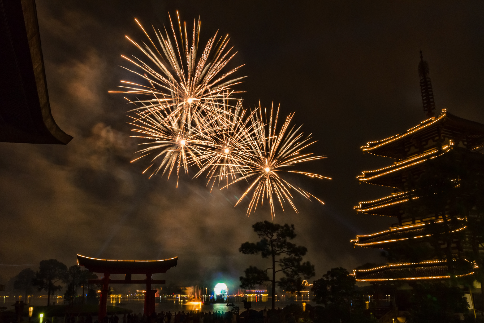 Illuminations from Japan Nikon D5100, Sigma 17-70mm f/2.8-4, 3s, 17mm, f/16, ISO 800