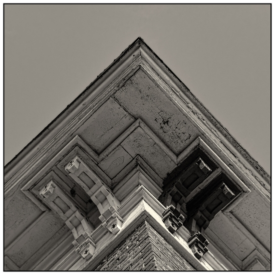 Corner Detail Nikon D5100, Nikkor 24-85mm f/3.5-4.5, 1/1000, 52mm, f/5.6, ISO 200