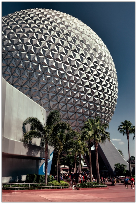 Spaceship Earth Nikon D5100, Nikkor 24-85mm f/3.5-4.5, 1/320s, 24mm, f/11, ISO 200