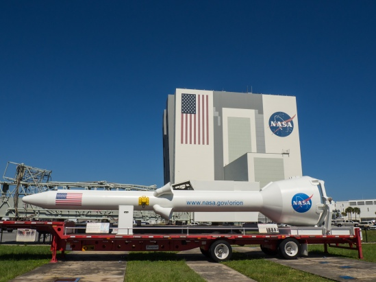 Orion Escape Rocket w/Vehicle Assembly Building
